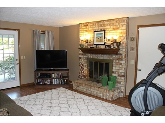 2326 Bur Oak St Northeast, Canton, OH - USA (photo 4)