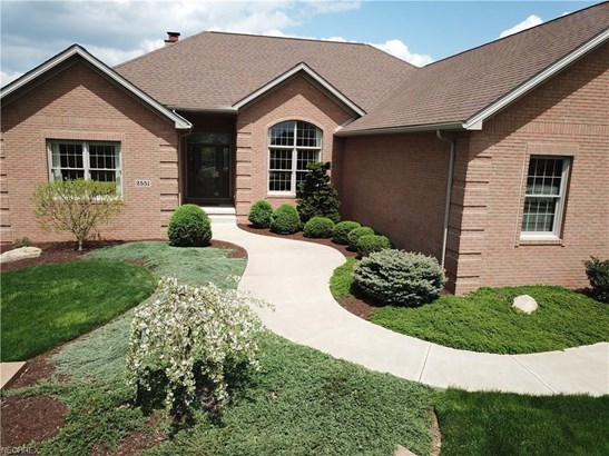 2551 Clydesdale St Northwest, North Canton, OH - USA (photo 3)