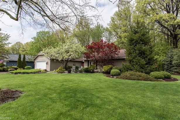 10726 Gate Post Rd , Strongsville, OH - USA (photo 2)