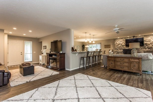 10726 Gate Post Rd , Strongsville, OH - USA (photo 5)