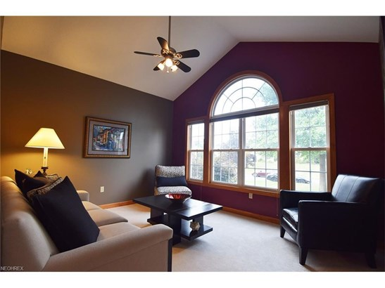 2583 Greenview Dr, Uniontown, OH - USA (photo 3)