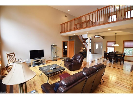 2583 Greenview Dr, Uniontown, OH - USA (photo 5)