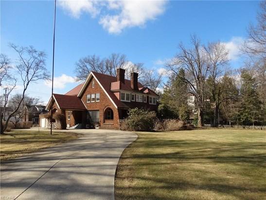 1051 Wales Rd Northeast, Massillon, OH - USA (photo 1)