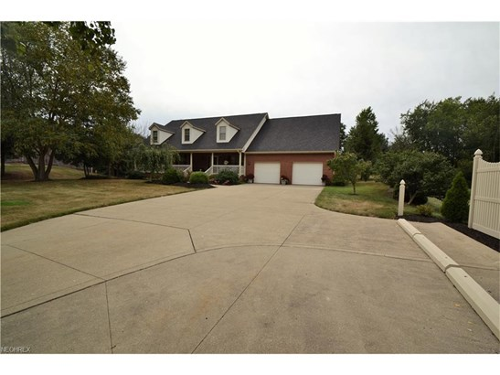 1338 East Maple St, North Canton, OH - USA (photo 4)