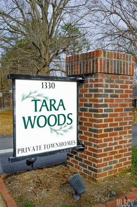 Townhouse - Hickory, NC (photo 2)