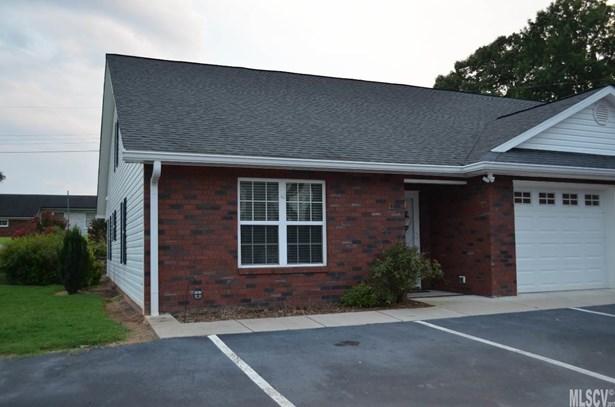 Townhouse, 1.5 Story - Taylorsville, NC (photo 1)