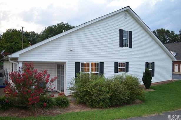 Townhouse, 1.5 Story - Taylorsville, NC (photo 2)