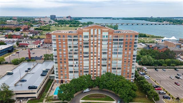 Common Entry Building,End Unit,High Rise - Detroit, MI