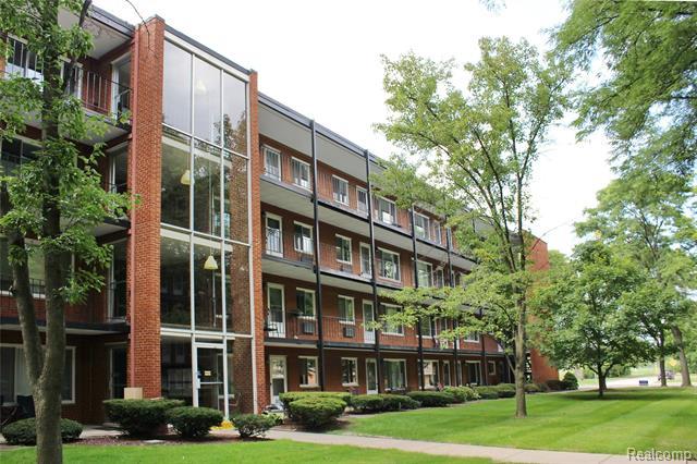 Common Entry Building,High Rise,Ranch - Royal Oak, MI