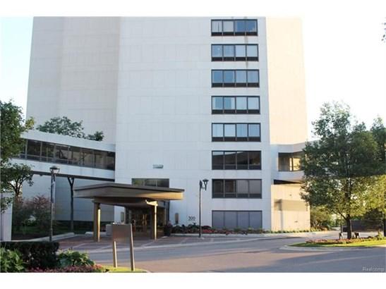 Common Entry Building,High Rise - Detroit, MI (photo 1)
