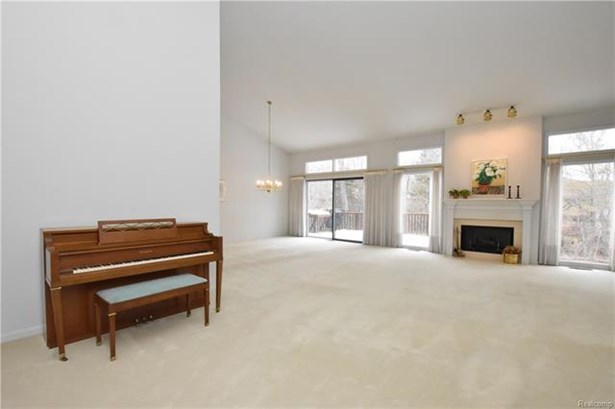 Contemporary,End Unit,Other - West Bloomfield, MI (photo 4)