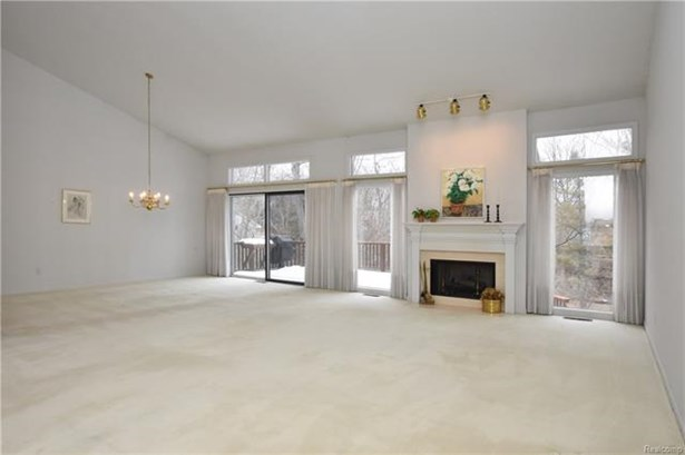 Contemporary,End Unit,Other - West Bloomfield, MI (photo 5)