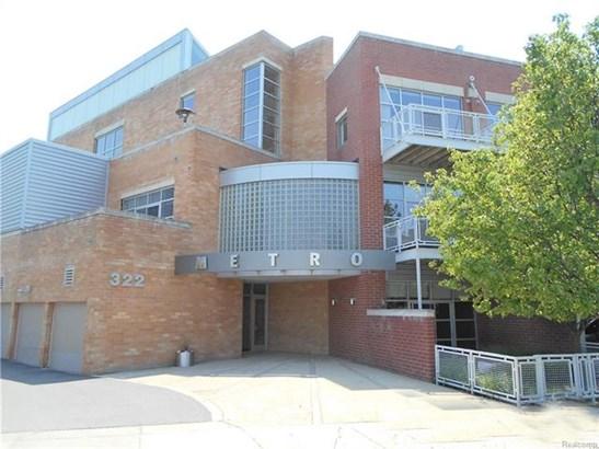 Common Entry Building,Contemporary,End Unit,High Rise,Loft - Royal Oak, MI
