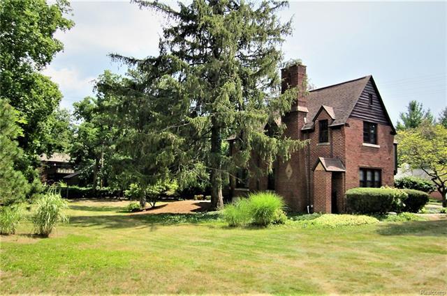 Colonial,Historic,Tudor - Pontiac, MI (photo 3)