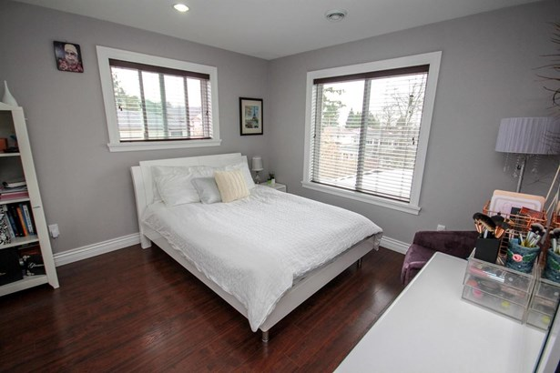 5120 Sidley Street, Burnaby, BC - CAN (photo 4)