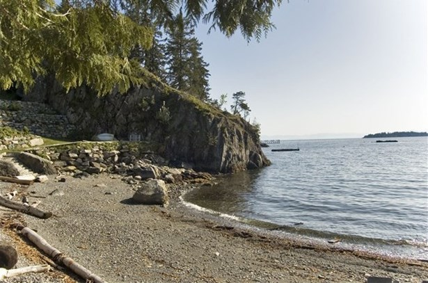 594 Holdings Road, Bowen Island, BC - CAN (photo 2)