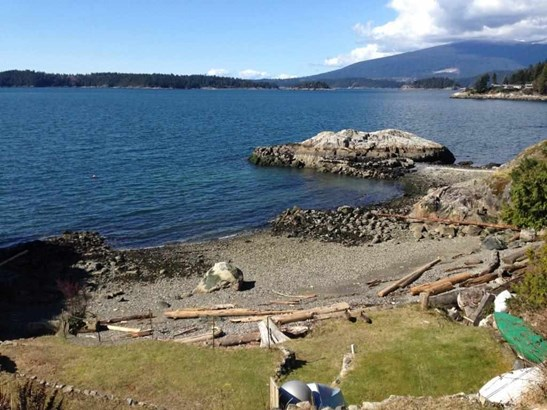 594 Holdings Road, Bowen Island, BC - CAN (photo 3)