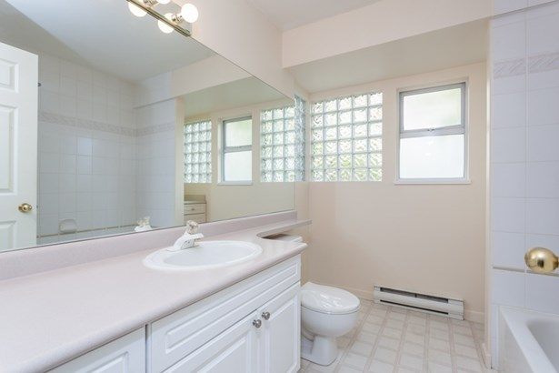 103 131 W 20th Street, North Vancouver, BC - CAN (photo 4)