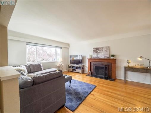 3214 Kingsley St, Saanich East, BC - CAN (photo 2)