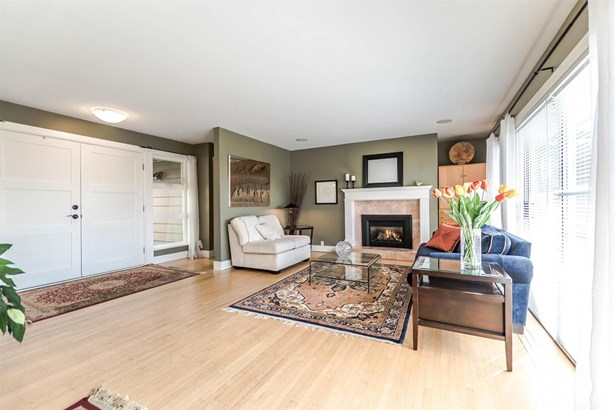 423 Vienna Crescent, North Vancouver, BC - CAN (photo 2)