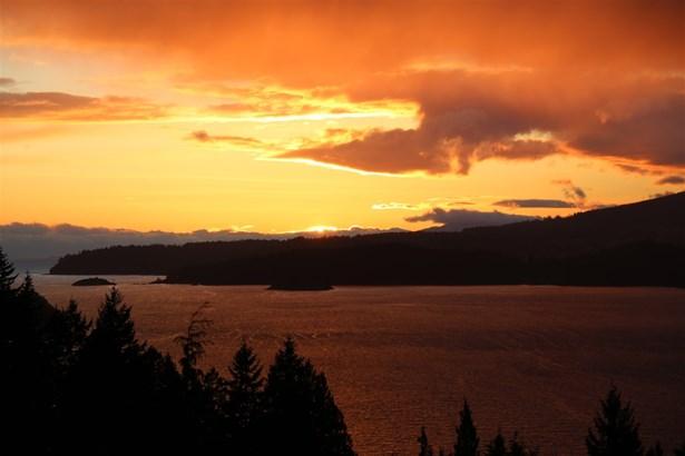 935 Windjammer, Bowen Island, BC - CAN (photo 3)