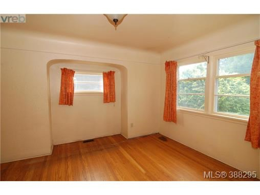 860 Victoria Ave, Oak Bay, BC - CAN (photo 5)