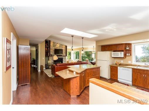 8570 Sentinel Pl, North Saanich, BC - CAN (photo 5)