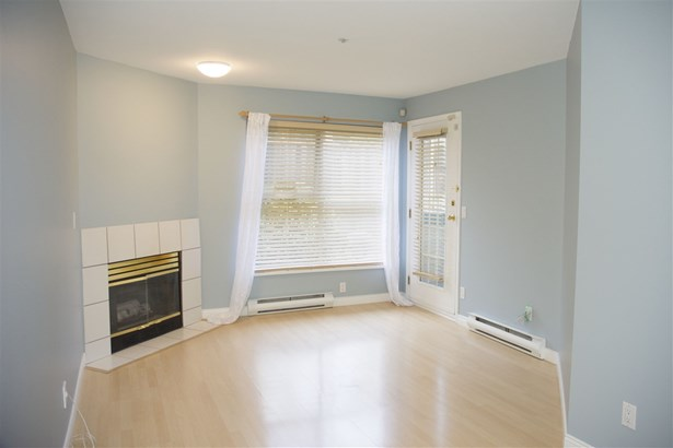 210 509 Carnarvon Street, New Westminster, BC - CAN (photo 2)