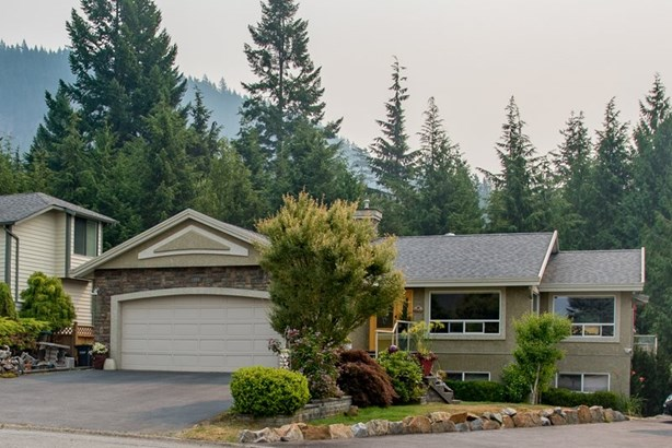 1004 Tobermory Way, Squamish, BC - CAN (photo 2)
