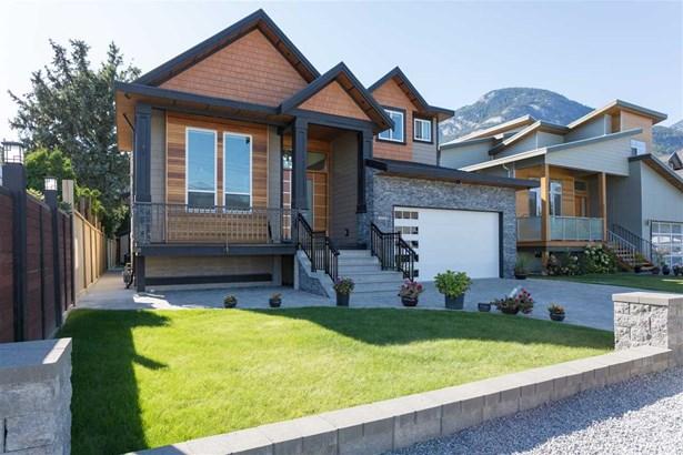 38821 Garibaldi Avenue, Squamish, BC - CAN (photo 1)