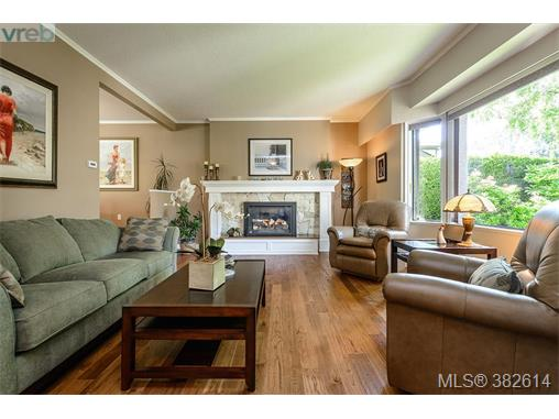 1513 Eric Rd, Saanich East, BC - CAN (photo 3)