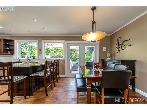 1513 Eric Rd, Saanich East, BC - CAN (photo 5)