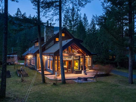 3060 Midnight Way, Squamish, BC - CAN (photo 2)
