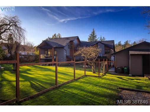4521 Eva Ave, Saanich East, BC - CAN (photo 4)