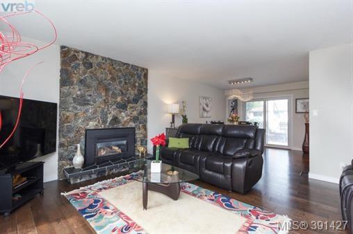 4374 Torrington Pl, Saanich East, BC - CAN (photo 3)