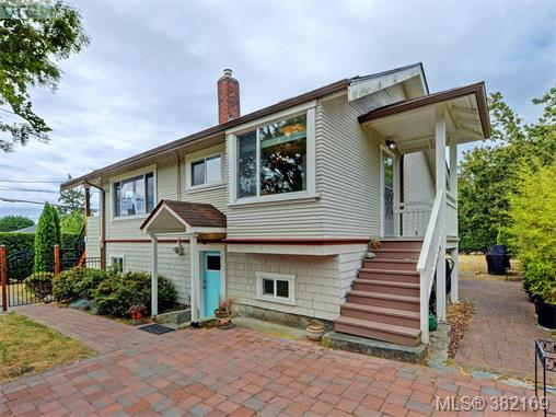 1580 Mcrae Ave, Saanich East, BC - CAN (photo 2)