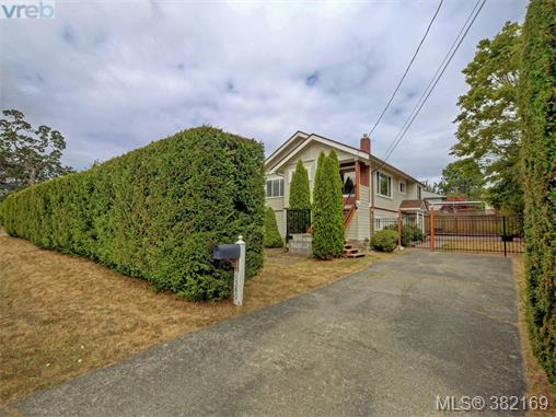 1580 Mcrae Ave, Saanich East, BC - CAN (photo 3)