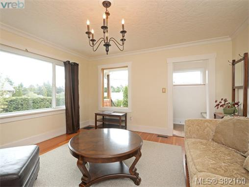 1580 Mcrae Ave, Saanich East, BC - CAN (photo 4)