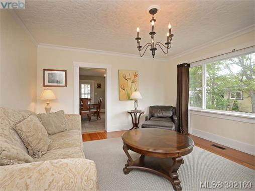 1580 Mcrae Ave, Saanich East, BC - CAN (photo 5)