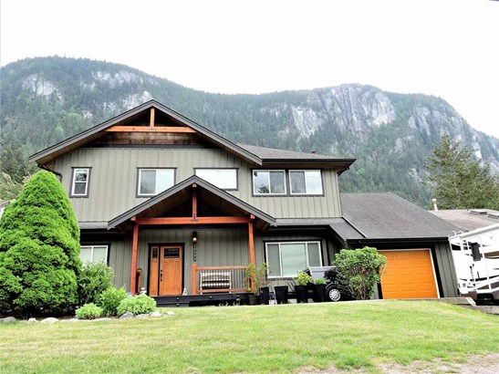 38590 Westway Avenue, Squamish, BC - CAN (photo 1)