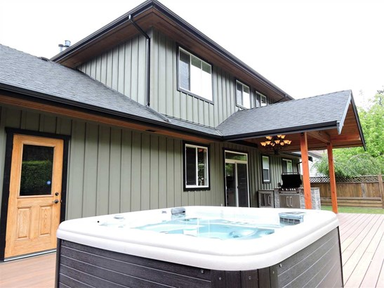 38590 Westway Avenue, Squamish, BC - CAN (photo 3)