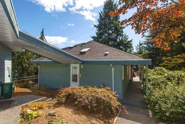 801 Hummingbird Lane, Bowen Island, BC - CAN (photo 3)