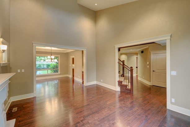 2929 Edgemont Boulevard, North Vancouver, BC - CAN (photo 4)