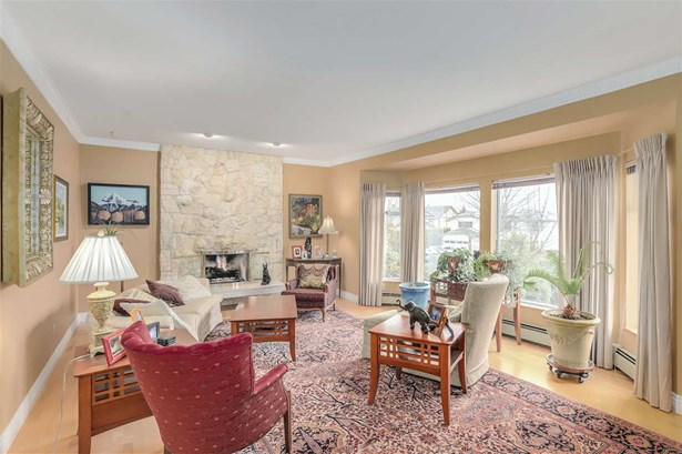 7511 Tyndale Crescent, Burnaby, BC - CAN (photo 2)