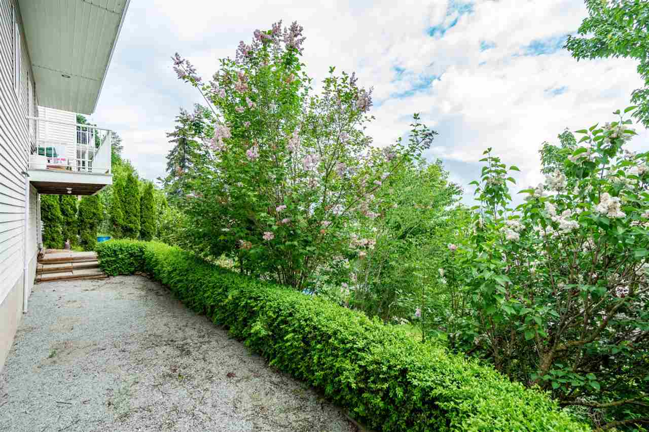 35588 Dina Place, Abbotsford, BC - CAN (photo 4)