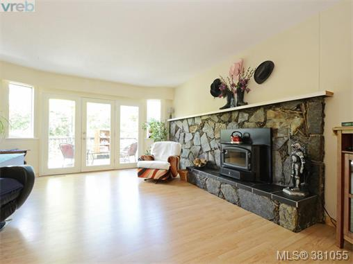 6807 Wallace Dr, Central Saanich, BC - CAN (photo 5)