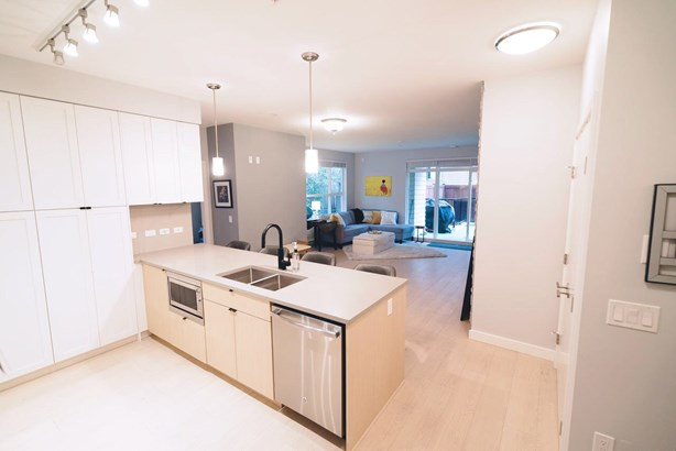 112 3205 Mountain Highway, North Vancouver, BC - CAN (photo 3)