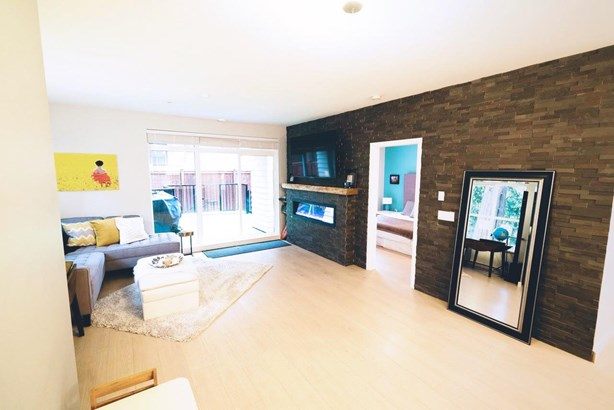 112 3205 Mountain Highway, North Vancouver, BC - CAN (photo 4)