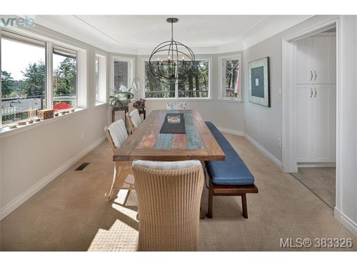 1044 Valewood Trail, Saanich East, BC - CAN (photo 4)