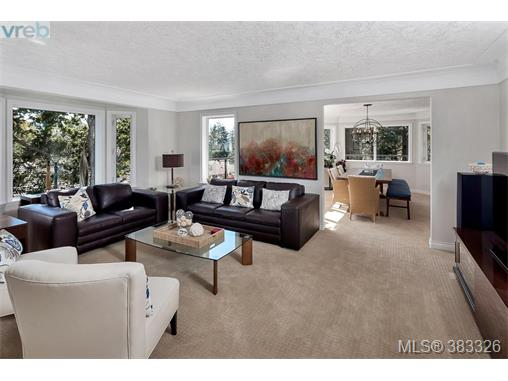 1044 Valewood Trail, Saanich East, BC - CAN (photo 5)